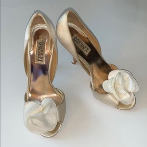 Badgley Mischka size 6 1/2 satin heels GUC